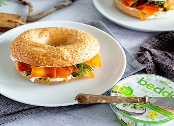 Bagel-mit-Alternative-zu-Lachs-aus-Karotten