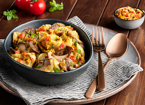 Cappelletti mit Steinpilzen, Paprika-Oliven-Tapenade und Country-Filets
