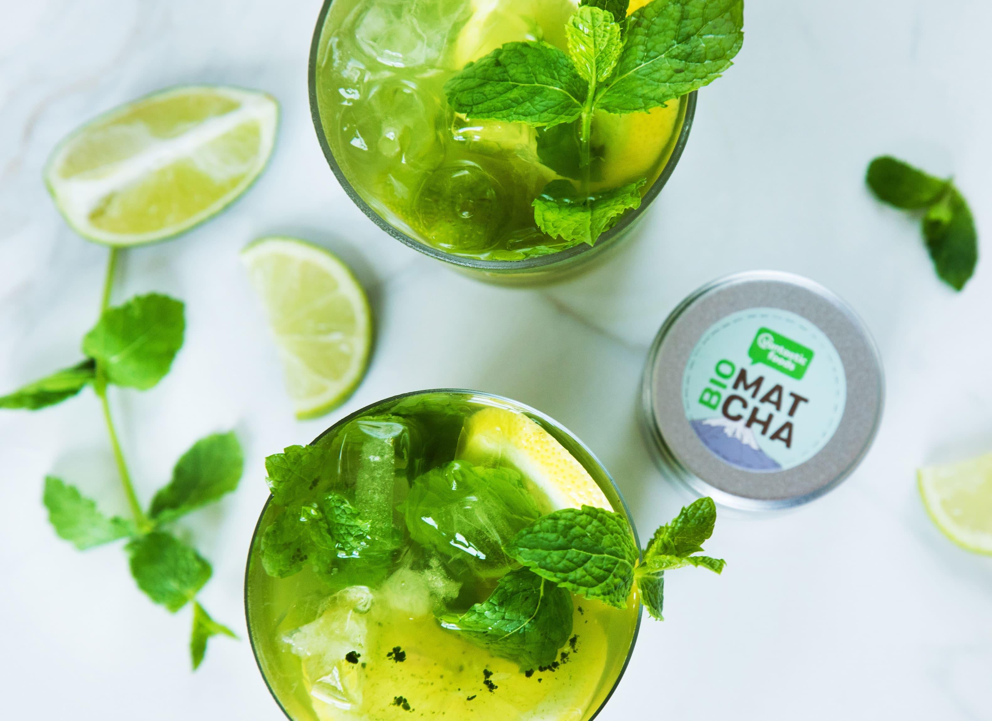 Matcha-Zitronen-Limonade mit Minze & Limetten